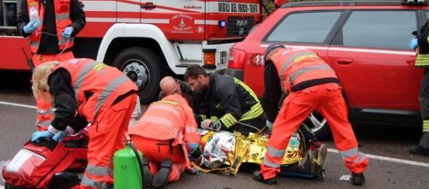 Calabria, auto si ribalta tre ragazze ferite