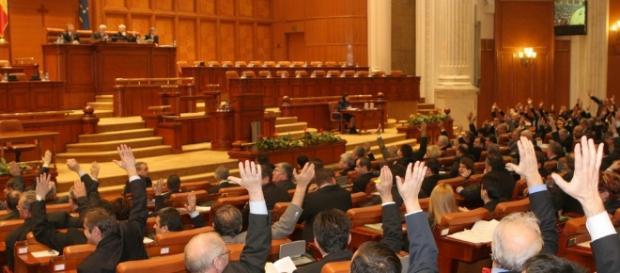 O gașcă de penali conduce România