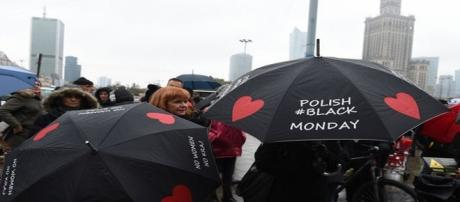 Polonia migliaia di donne in piazza
