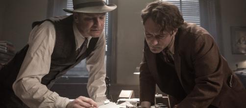 Colin Firth e Jude Law nel film Genius