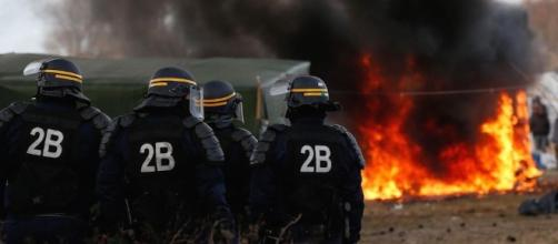 Il centro profughi francese Calais