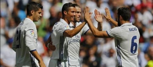 Imagen de los jugadores del Real Madrid celebrando un gol en liga