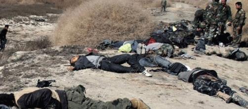 Les soldats irakiens découvrent des civils exécutés par Daesh aux abords des villages libérés