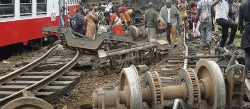 Selon les sources : 78 morts (officiel), plus de 170 (presse), après le déraillement du train au Cameroun de la Camrail (groupe Bolloré)