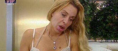 Valeria Marini sotto attacco al GF VIP