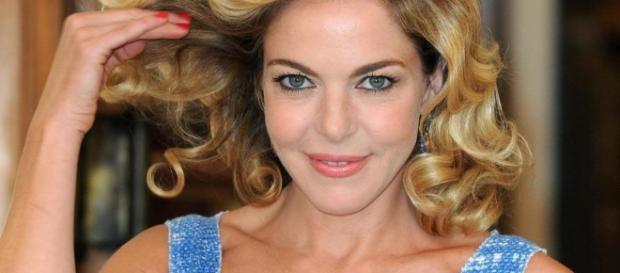 Claudia Gerini, madrina inaugurazione Luci d'Artista Salerno