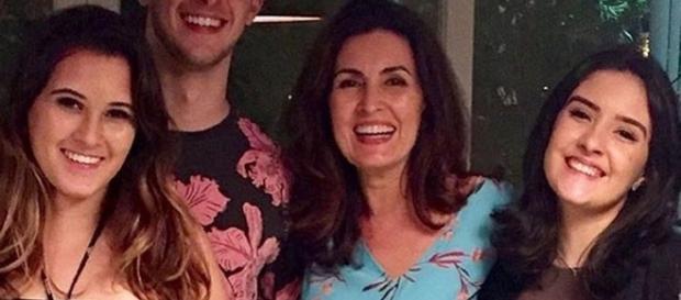 Fátima aparece em foto com os filhos e sem William Bonner