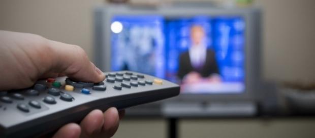 Guida Tv stasera 25 ottobre 2016: I Medici, Le iene, Politics e tanti film