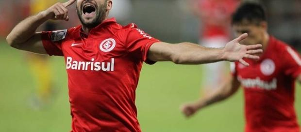 Lisandro tem um bom posicionamento e poderia dar certo como novo atacante do Corinthians