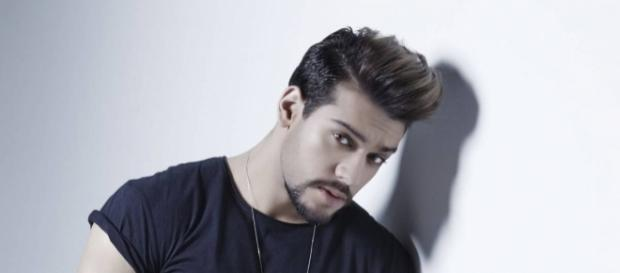 """O cantor perdeu a paciência na gravação do programa """"A Hora do Faro"""" - Reprodução/Internet"""