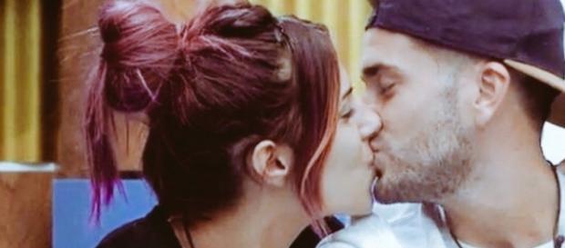 Rodri se besa con Bea en el confe, pero no quiere contarlo a sus compañeros