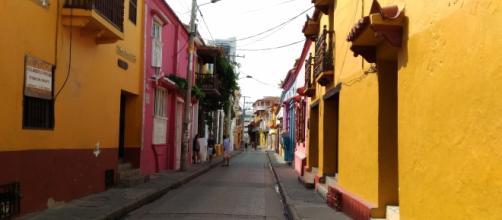 As coloridas ruas da Ciudad Amurallada