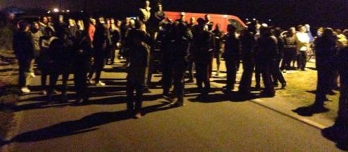 Goro, barricate in strada contro l'arrivo del pullman con i profughi - rosarossaonline.org