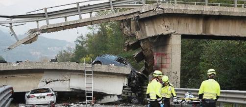 Il ponte crollato sul cavalcavia - La Gazzetta di Parma.