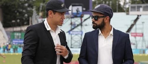 Kohli interacting during the 4th ODI (Panasiabiz.com)