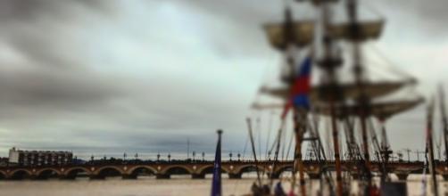 le pont de Pierre, reliant la rive gauche à la rive droite