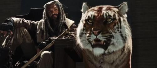 Meet King Ezekiel (via Blasting News image library - amcthewalkingdeadseason7online.com)