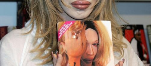 "Pete Burns en la presentación de su libro ""Freak Unique"""