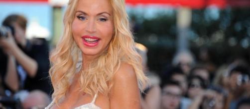 Valeria Marini accusata di voler fare la diva al Grande Fratello Vip.