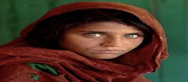La foto scattata da Steve Mycurry alla ragazza afghana
