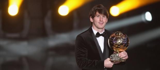 Lionel Messi recibiendo el Balón de Oro