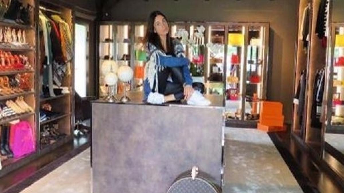 Cabina Armadio Giorgia : Il favoloso armadio di giorgia la fidanzata di gianluca vacchi