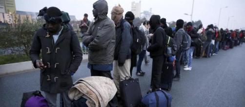 Calais, la Francia inizia lo sgombero della 'giungla'