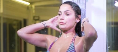 Grande Fratello Vip: Alessia Macari sensuale nella doccia.