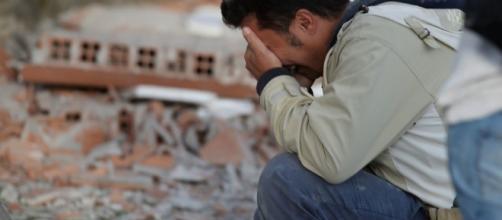 La terra non arresta la paura, il terremoto impietoso sconvolge ancora il Centro Italia.