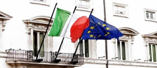 Le bandiere di Italia e Unione Europea.