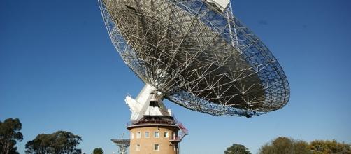 Parkes Observatory, Australia; credit: Ian Sutton; source: Wikimedia Commons