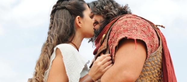 Aruna e Josué: depois de tantos impecilhos, o começo de um final feliz?