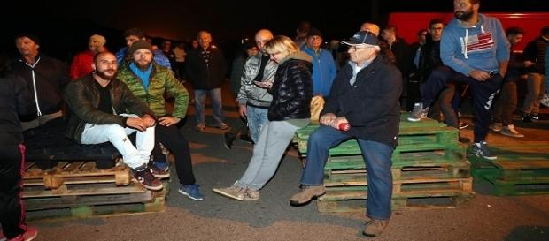 Gli abitanti di Gorino protestano contro l'arrivo di migranti.