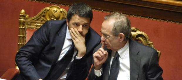 Il presidente del consiglio Matteo Renzi e il ministro all'economia Padoan sulla nuova manovra