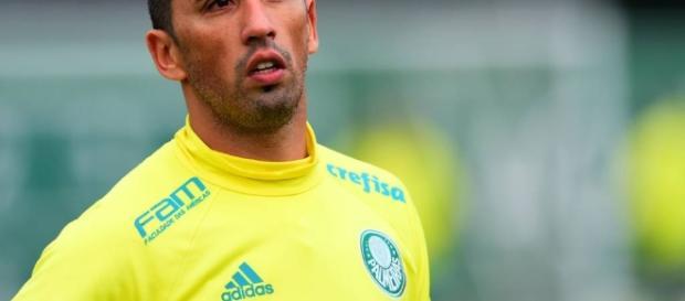 Lucas Barrios em treino na Academia de Futebol