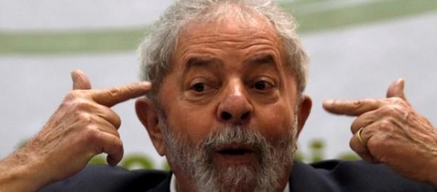 O jornal mostrou como Lula se tornou tão admirado e viu sua reputação cair em tão pouco tempo