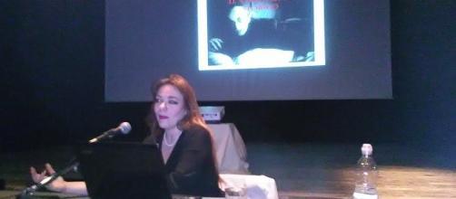 Jennifer Radulović durante la conferenza.