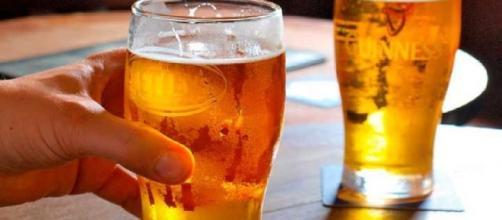 La cerveza es nutritiva y mejora la calidad de los huesos de las mujeres