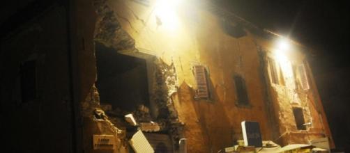 Terremoto, forte scossa in tutta l'Italia centrale. Alle 21.18 la ... - ilfattoquotidiano.it