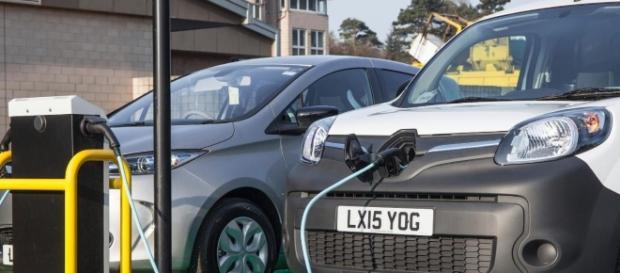 Automobilele electrice câștigă tot mai mult teren în fața celor convenționale, în Europa