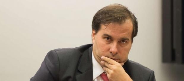 Decisão é apoiada por Rodrigo Maia