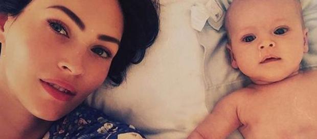 Megan Fox a lado de su tercer hijo