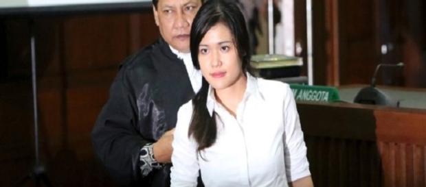 Mulher mata amiga por inveja na Indonésia