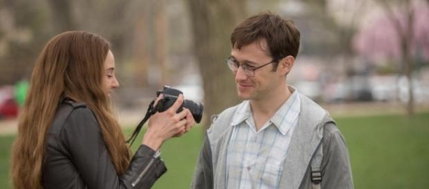 Scena dal film Snowden di Oliver Stone