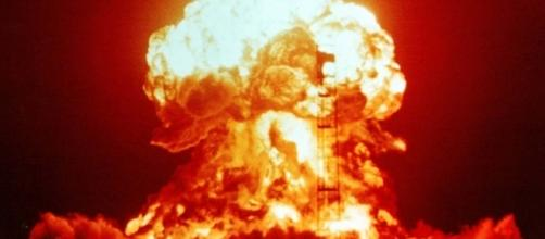 Demonstração de uma bomba nuclear, detonada em 1953