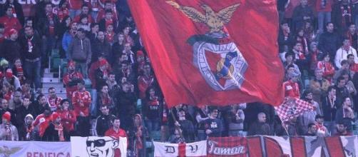 Líder Benfica defronta esta noite o Paços de Ferreira.