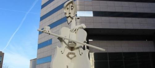 """O """"Virtuoso"""" é uma obra do artista plástico David Adickes."""