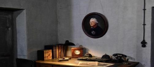 Réplica exacta del escritorio de Adolf Hitler reconstruido