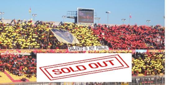 """Anche la Tribuna Est del """"Via del mare"""" è sold out."""