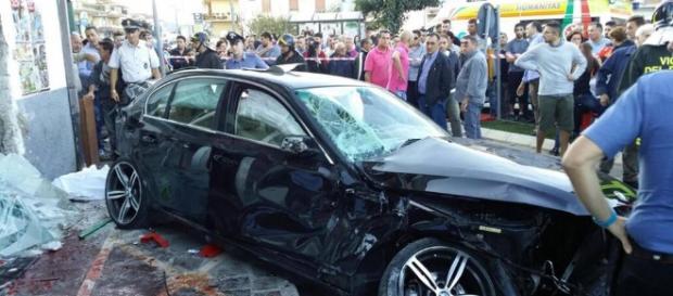 Calabria: autovettura finisce in un bar